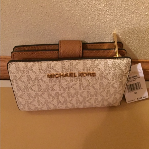 05c65e6713fa86 Michael Kors Bags | Jet Set Travel Bifold Zip Coin Wallet | Poshmark